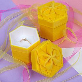 Футляр под кольцо 5*4,7*4,8 'Сундучок', цвет желтый Ош