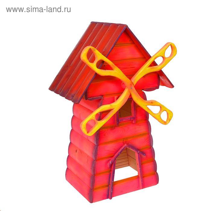Декоративная мельница с красной крышей