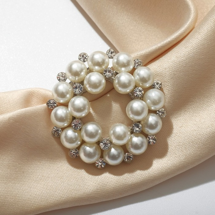 """Зажим для платка """"Жемчужный круг"""", цвет белый в серебре"""