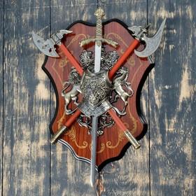 Сувенирное оружие «Геральдика на планшете» с фигурами льва и лошади, меч и два топора Ош