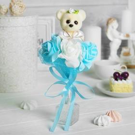 Букет с мишкой 'Только для тебя', 3 цветка, цвет голубой + белый Ош