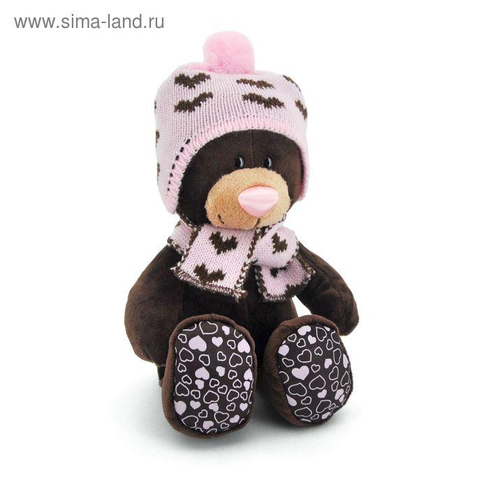Мягкая игрушка «Milk сидячая в вязанной шапке с сердечками»