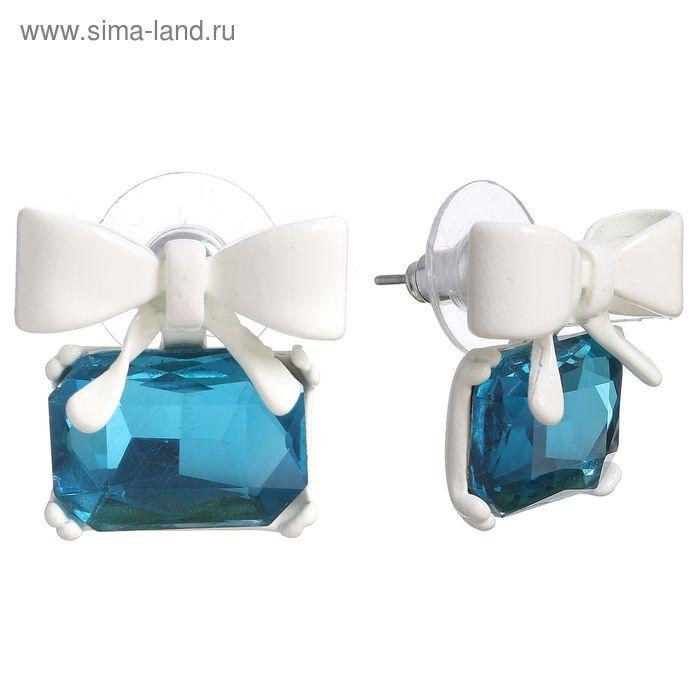 """Серьги со стразами """"Бантик"""" с прямоугольником, цвет голубой в белом металле"""