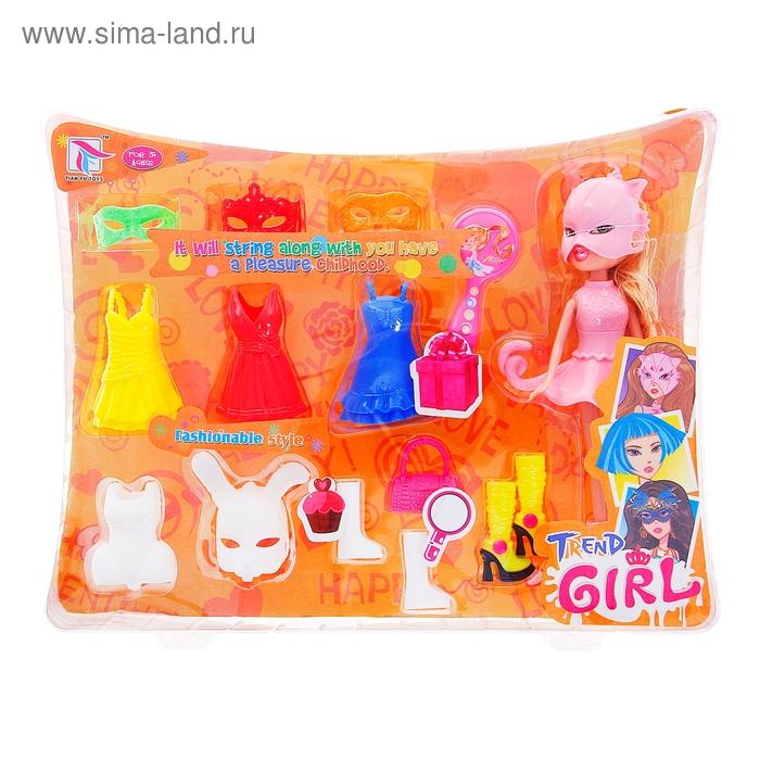 """Кукла """"Маскарад"""" с пластиковыми нарядами и аксессуарами"""