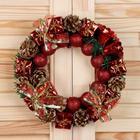 Венок новогодний d-22 см с красными шарами, колокольчиками, подарками