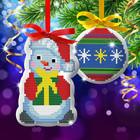 """Новогодняя подвеска с вышивкой крестиком """"Снеговик и ёлочная игрушка"""""""