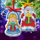 """Новогодняя подвеска с вышивкой крестиком """"Дед Мороз и Снегурочка"""""""