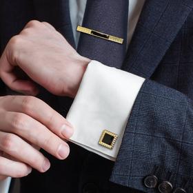 """Набор мужской """"Запонки + Зажим для галстука"""" квадрат с вставкой, цвет черно-золотой"""