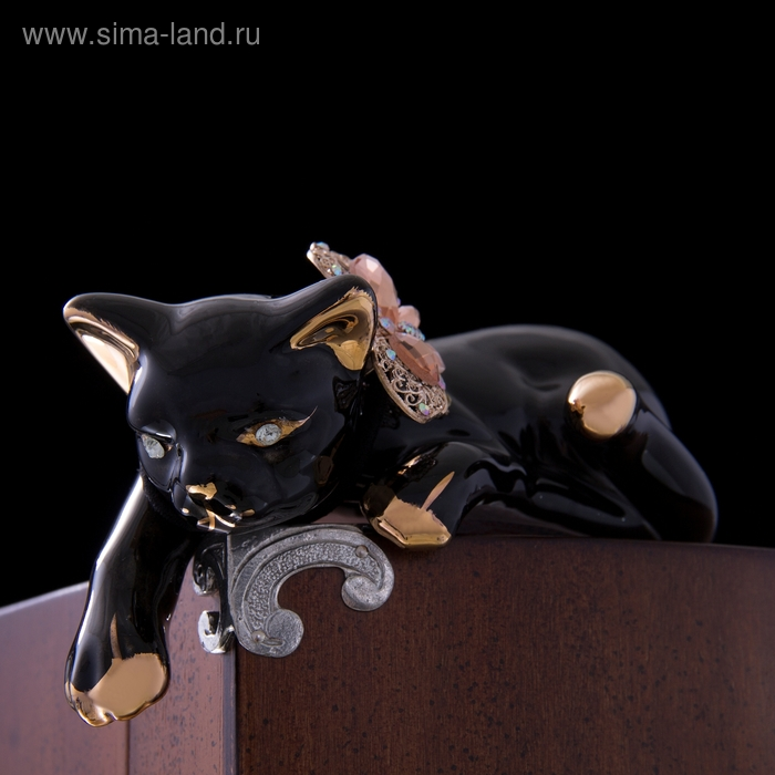 """Сувенир """"Кошка чёрно-золотистая с цветком из страз"""""""