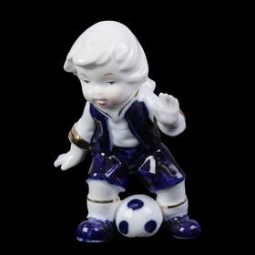 """Сувенир керамика под фарфор """"Мальчик играет в футбол"""" кобальт 9х6,5х5 см"""