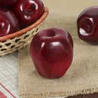 Искусственное бордовое яблоко