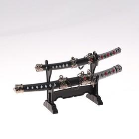 Сувенирное оружие «Катаны на подставке», металлические вставки с камнями на ножнах, микс Ош