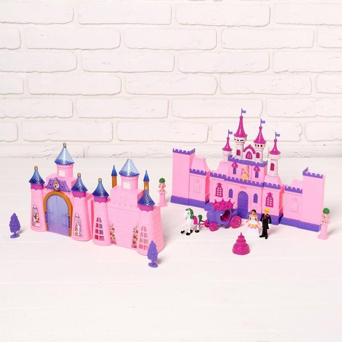 Кукольный замок 2 в 1. В набор входит: 2 замка, карета с лошадкой, мебель, аксессуары, световые и звуковые эффекты, работает от батареек