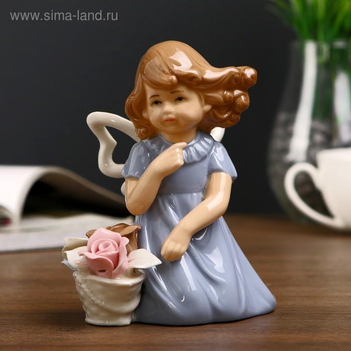 """Сувенир керамика """"Девочка в голубом платье с корзиной роз на ветру"""" 13,5х12х7,5 см"""