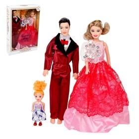 Набор кукол моделей 'Семья' на празднике МИКС Ош