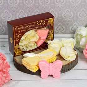 Подарочный набор 'Самой любимой учительнице': мыльные лепестки (6 шт.), полотенце, мыло Ош