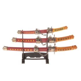 Сувенирное оружие «Катаны на подставке», красные ножны, подвес в виде металлической цепи Ош