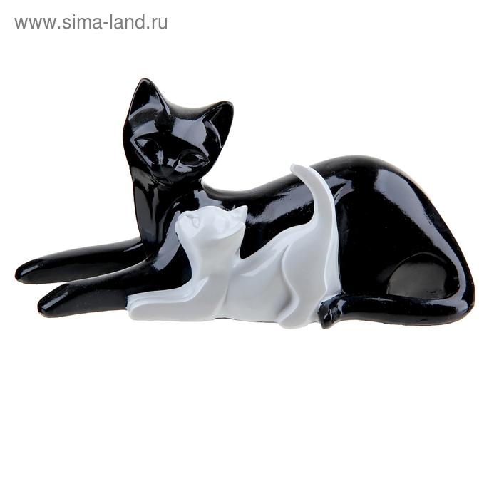 """Сувенир """"Кошка с шаловливым котёнком"""""""