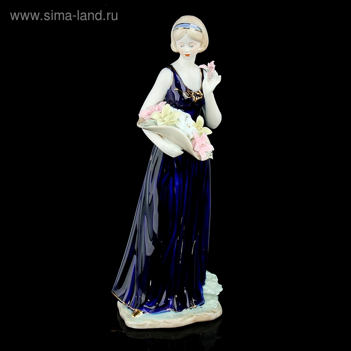 """Сувенир """"Девушка с корзиной лилий в синем платье"""""""