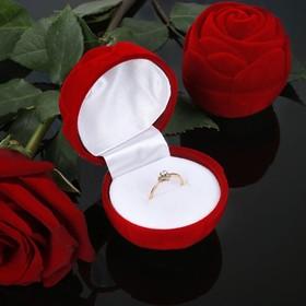 Футляр под кольцо 'Роза' с листьями, 4,5*4,5*4, цвет красный, вставка белая Ош