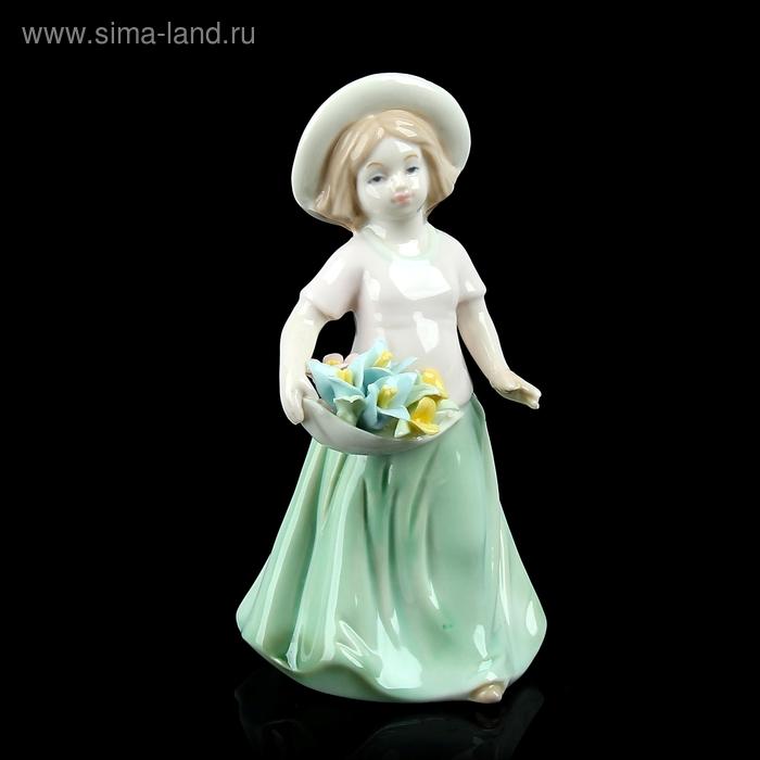 """Сувенир """"Девочка, собирающая цветы"""""""