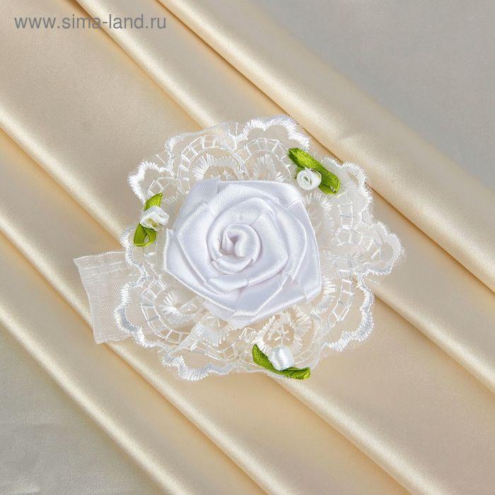 Бутоньерка на руку белая роза