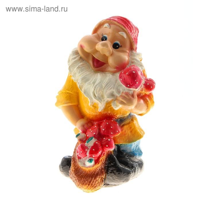 """Садовая фигура """"Гном с грибами"""" жёлтая рубаха"""