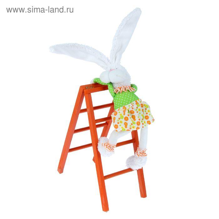 """Декор """"Зайчишка-девочка забирается на лестницу"""""""