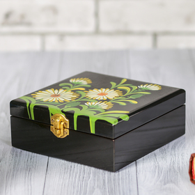 Шкатулка для украшений с зеркалом 'Черная с цветами' Ош