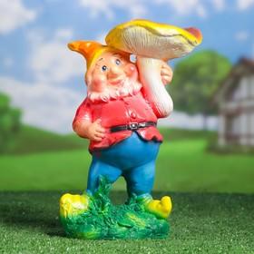 """Садовая фигура """"Гном под грибом"""" оранжевый колпак, серые штаны"""