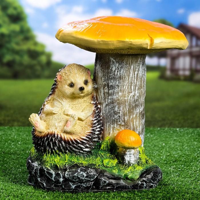 """Садовая фигура """"Отдыхающий ёж под грибами"""""""