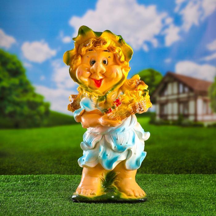 """Садовая фигура """"Гномиха с корзиной цветов"""" средняя, голубое платье"""