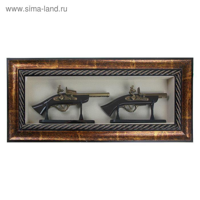 Сувенирное изделие в раме, два мушкета на подставке