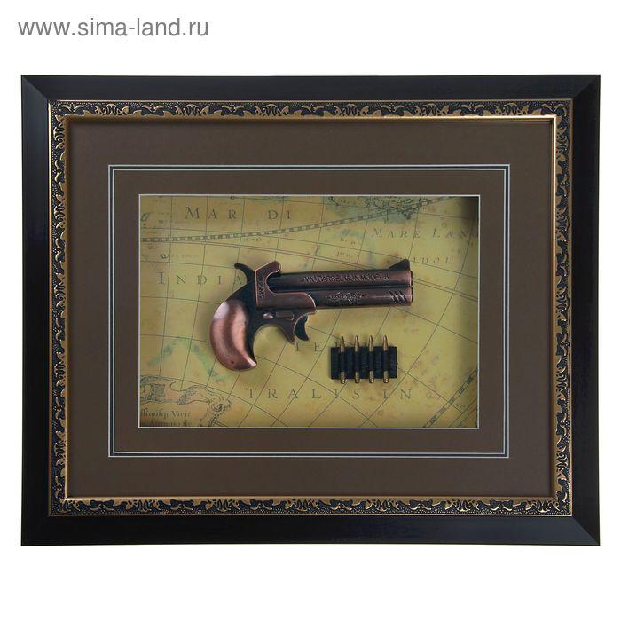 Сувенирное изделие в раме, пистолет и патроны на карте мира
