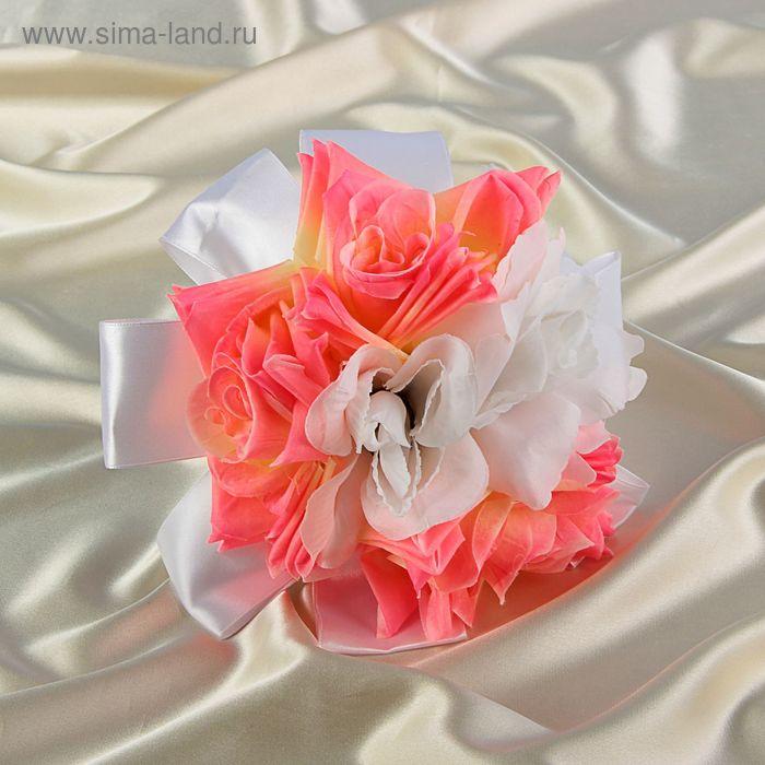 Дублер букета невесты из розовых и белых роз в белом оформлении