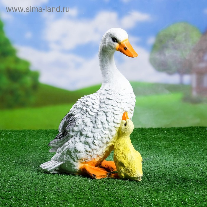 """Садовая фигура """"Стоящие утка с утёнком"""""""