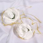 Набор белых роз для украшения свадебного авто