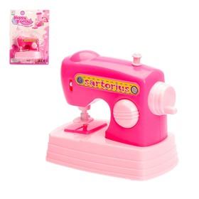 """Швейная машинка """"Кукольный дом"""", работает от батареек"""