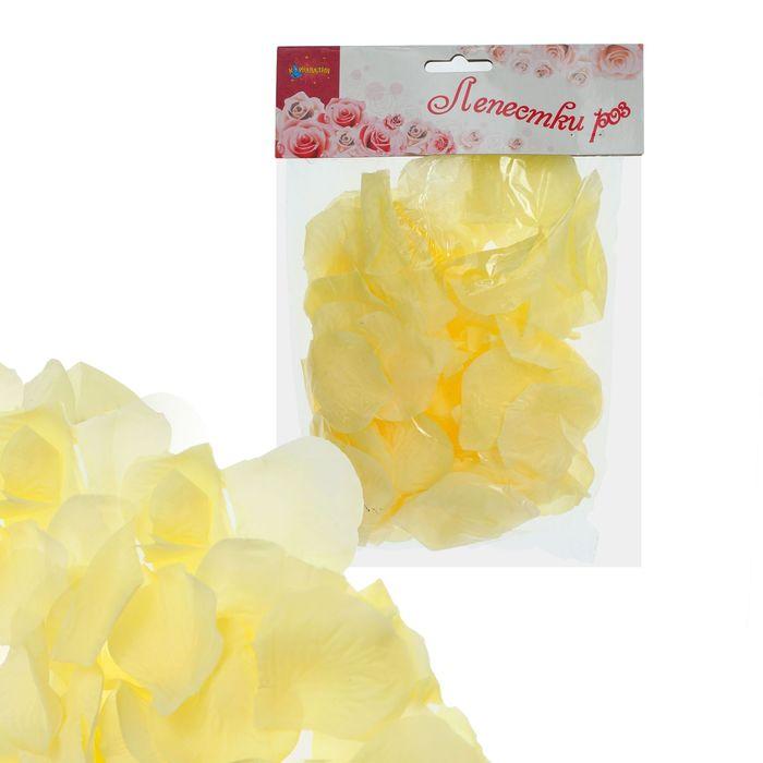 Лепестки роз, цвет бледно-жёлтый